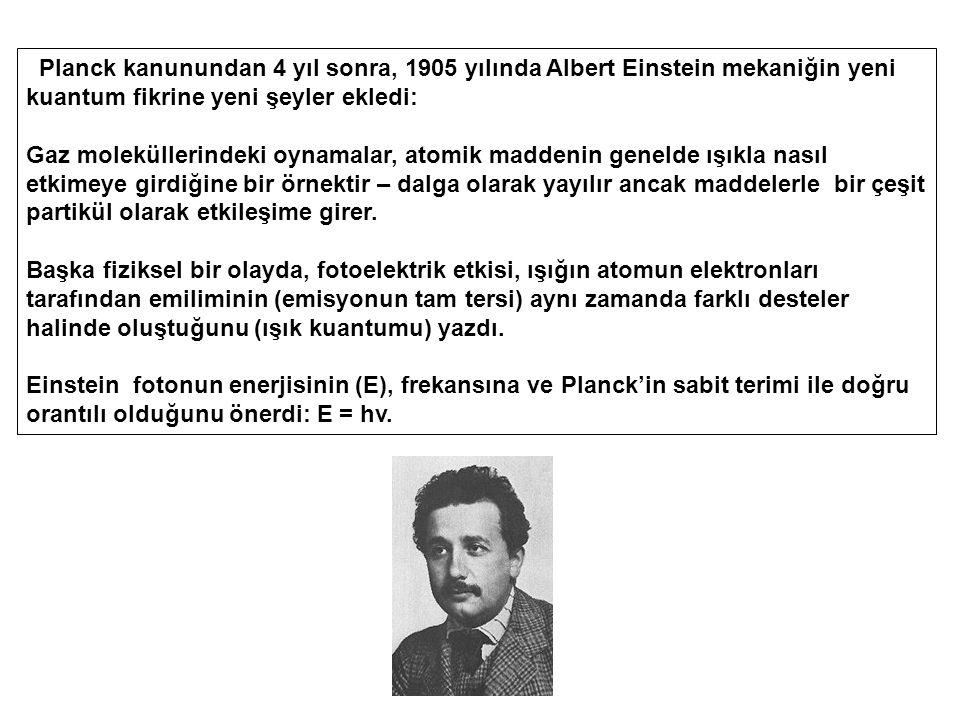 Planck kanunundan 4 yıl sonra, 1905 yılında Albert Einstein mekaniğin yeni kuantum fikrine yeni şeyler ekledi: Gaz moleküllerindeki oynamalar, atomik maddenin genelde ışıkla nasıl etkimeye girdiğine bir örnektir – dalga olarak yayılır ancak maddelerle bir çeşit partikül olarak etkileşime girer.