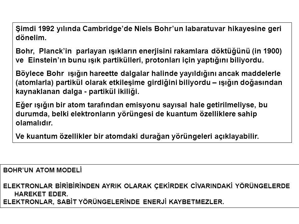 Şimdi 1992 yılında Cambridge'de Niels Bohr'un labaratuvar hikayesine geri dönelim. Bohr, Planck'in parlayan ışıkların enerjisini rakamlara döktüğünü (