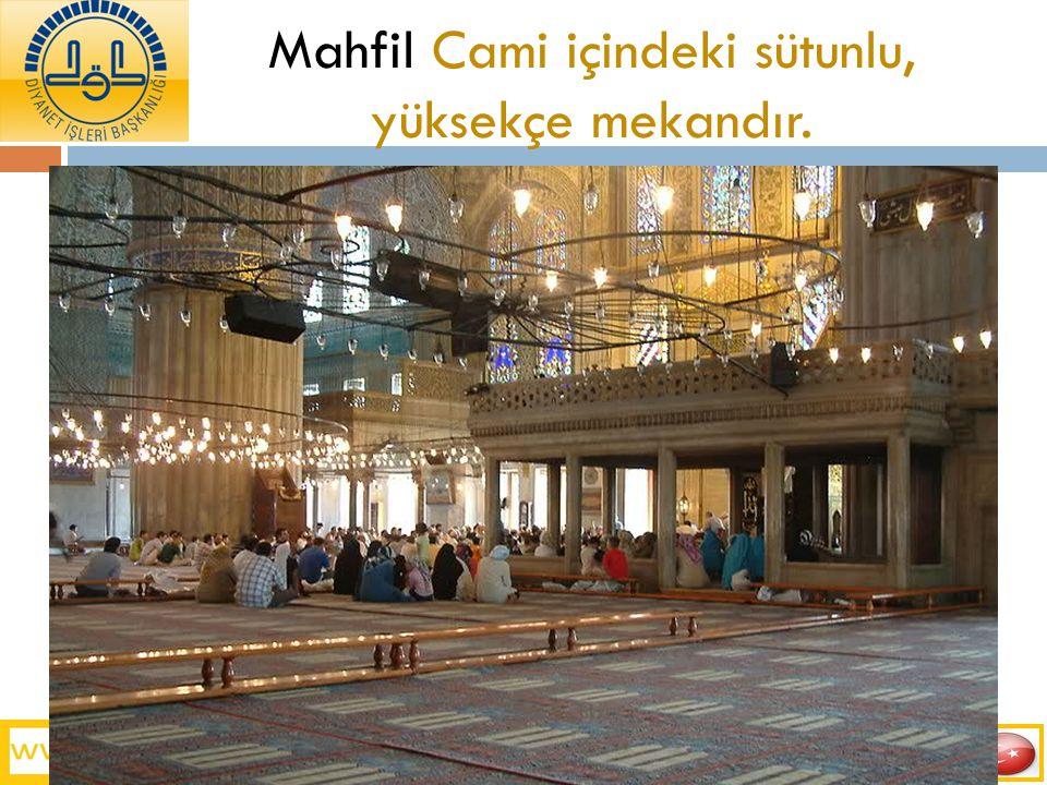 Mahfil Cami içindeki sütunlu, yüksekçe mekandır.