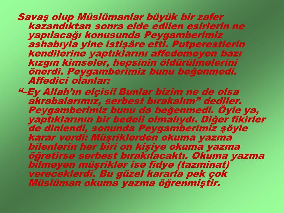 Savaş olup Müslümanlar büyük bir zafer kazandıktan sonra elde edilen esirlerin ne yapılacağı konusunda Peygamberimiz ashabıyla yine istişâre etti. Put