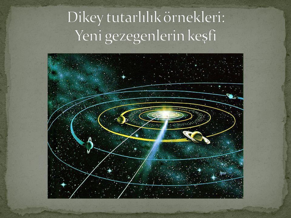 Yatay tutarlılık: Rømer, Jüpiter'in uydularının bu gezegenin arkasından ön görülenden bazen 8 dakika daha erken ve bazen de 8 dakika daha geç çıktıklarını gözlemledi.