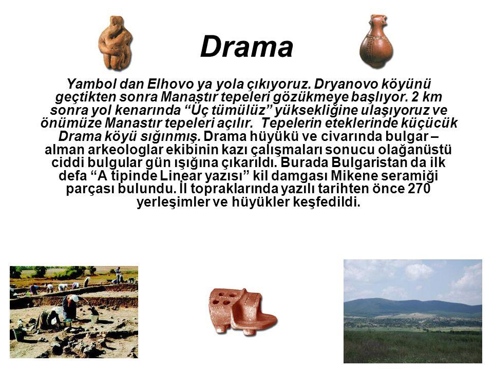 """Drama Yambol dan Elhovo ya yola çıkıyoruz. Dryanovo köyünü geçtikten sonra Manastır tepeleri gözükmeye başlıyor. 2 km sonra yol kenarında """"Üç tümülüz"""""""