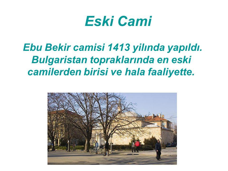 Eski Cami Ebu Bekir camisi 1413 yilında yapıldı. Bulgaristan topraklarında en eski camilerden birisi ve hala faaliyette.