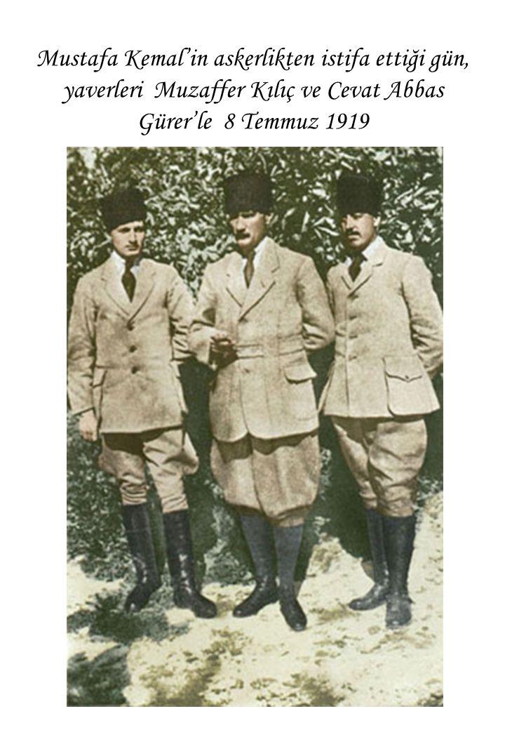 Mustafa Kemal'in askerlikten istifa ettiği gün, yaverleri Muzaffer Kılıç ve Cevat Abbas Gürer'le 8 Temmuz 1919