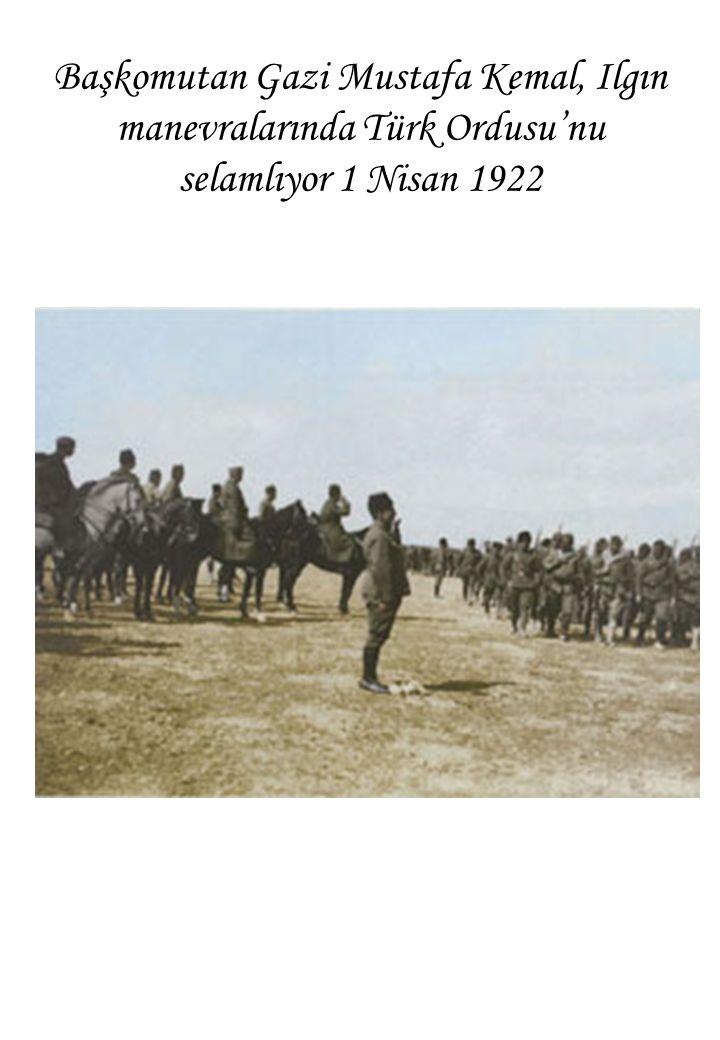 Başkomutan Gazi Mustafa Kemal, Ilgın manevralarında Türk Ordusu'nu selamlıyor 1 Nisan 1922