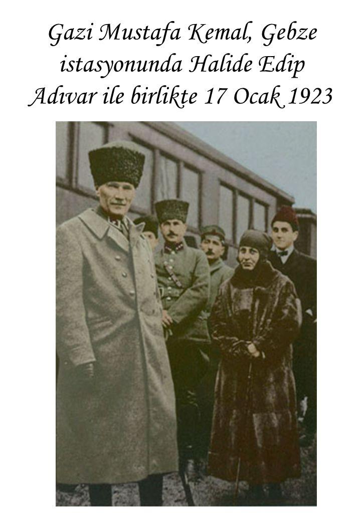 Gazi Mustafa Kemal, Gebze istasyonunda Halide Edip Adıvar ile birlikte 17 Ocak 1923