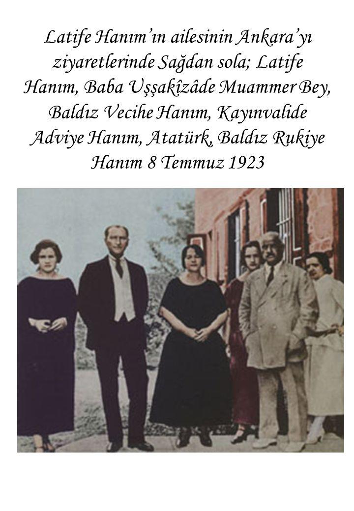 Latife Hanım'ın ailesinin Ankara'yı ziyaretlerinde Sağdan sola; Latife Hanım, Baba Uşşakîzâde Muammer Bey, Baldız Vecihe Hanım, Kayınvalide Adviye Hanım, Atatürk, Baldız Rukiye Hanım 8 Temmuz 1923