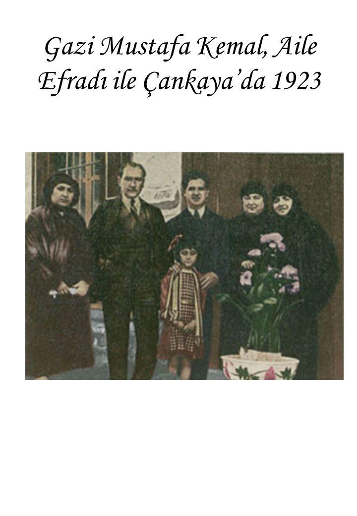 Gazi Mustafa Kemal, Aile Efradı ile Çankaya'da 1923