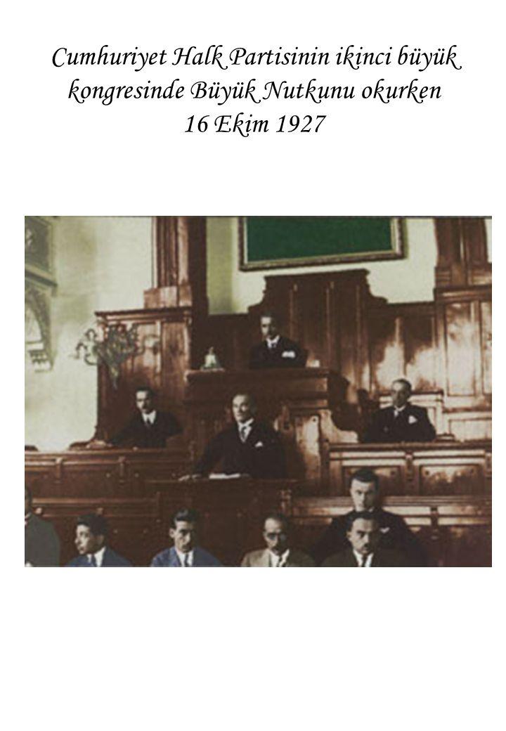 Cumhuriyet Halk Partisinin ikinci büyük kongresinde Büyük Nutkunu okurken 16 Ekim 1927