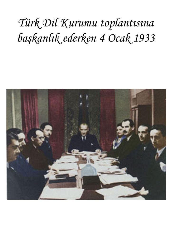 Türk Dil Kurumu toplantısına başkanlık ederken 4 Ocak 1933