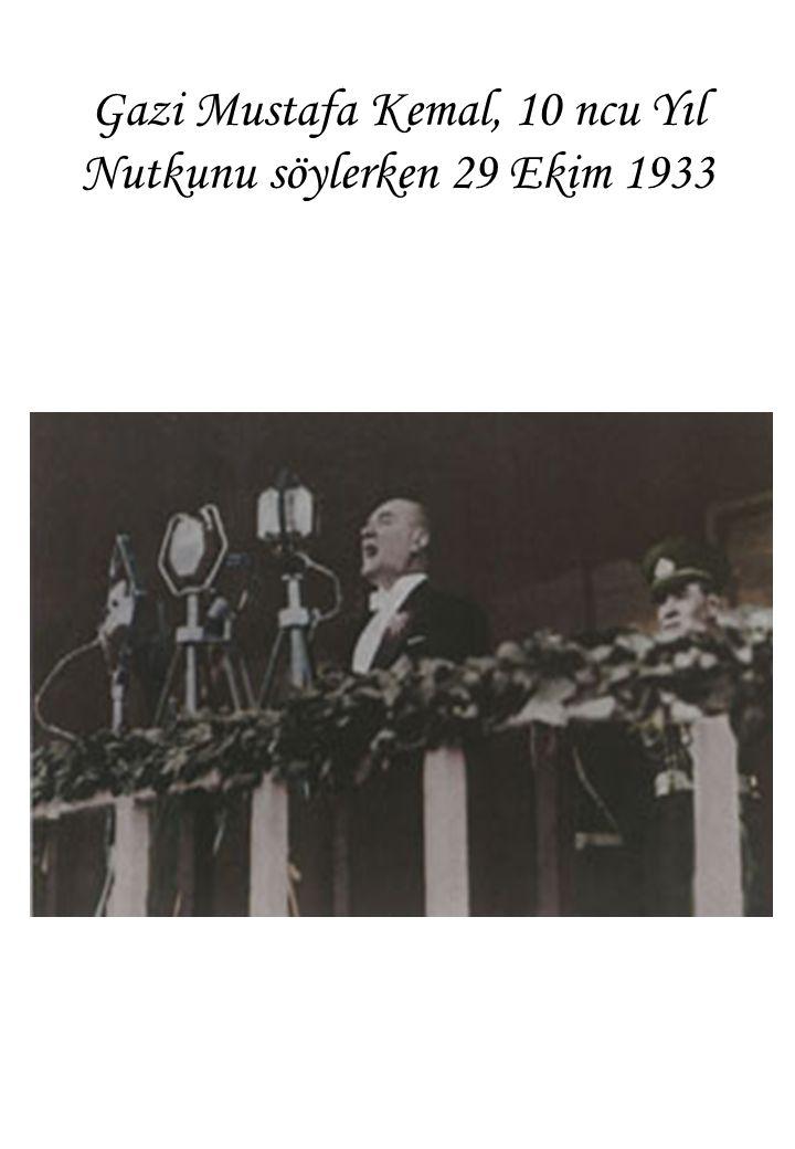 Gazi Mustafa Kemal, 10 ncu Yıl Nutkunu söylerken 29 Ekim 1933