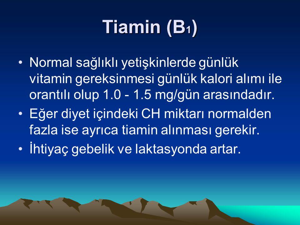 Tiamin (B 1 ) Normal sağlıklı yetişkinlerde günlük vitamin gereksinmesi günlük kalori alımı ile orantılı olup 1.0 - 1.5 mg/gün arasındadır.