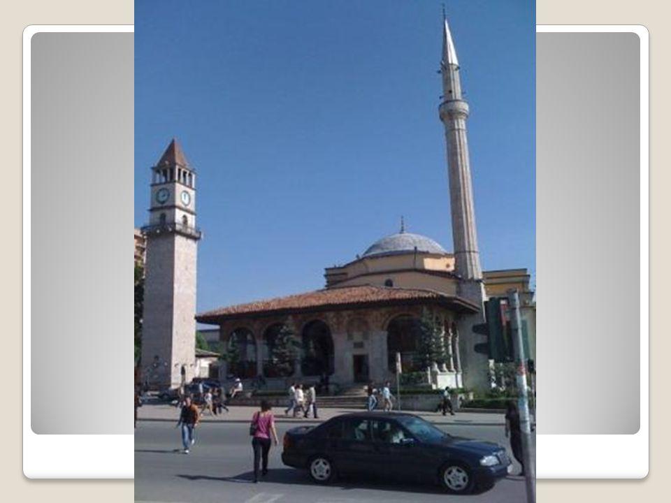Kurşunlu Camii Kurşunlu Camii 1933 yılına kadar ayakta kalmıştır.Dört küçük ve bir büyük kubbesinin tamamı kurşundan olması nedeni ile Kurşunlu Camii olarak bilinmektedir.