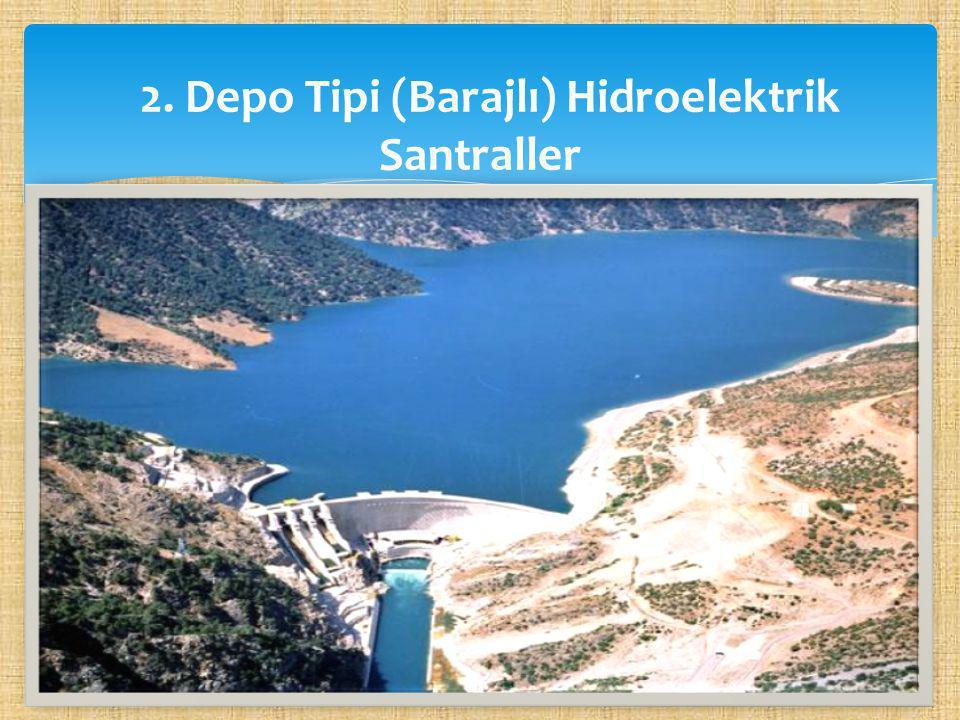  Akarsu üzerine barajlar yapılarak, önce büyükçe bir yapay göl meydana getirilir ve burada su biriktirilir.