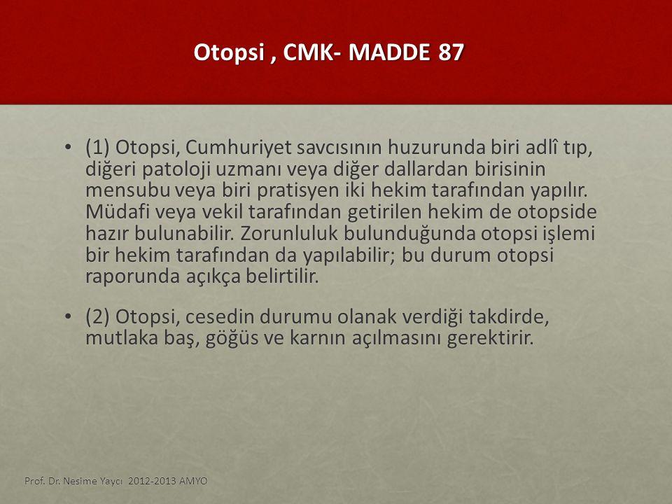 Otopsi, CMK- MADDE 87 (1) Otopsi, Cumhuriyet savcısının huzurunda biri adlî tıp, diğeri patoloji uzmanı veya diğer dallardan birisinin mensubu veya bi