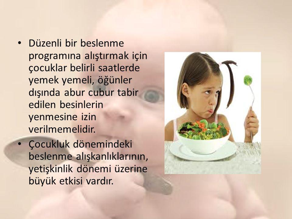 Düzenli bir beslenme programına alıştırmak için çocuklar belirli saatlerde yemek yemeli, öğünler dışında abur cubur tabir edilen besinlerin yenmesine