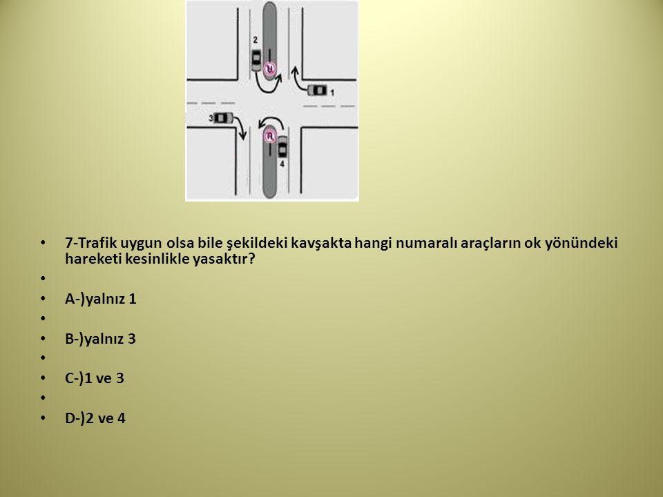7-Trafik uygun olsa bile şekildeki kavşakta hangi numaralı araçların ok yönündeki hareketi kesinlikle yasaktır.