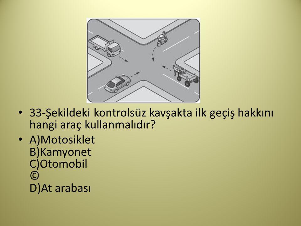 33-Şekildeki kontrolsüz kavşakta ilk geçiş hakkını hangi araç kullanmalıdır.