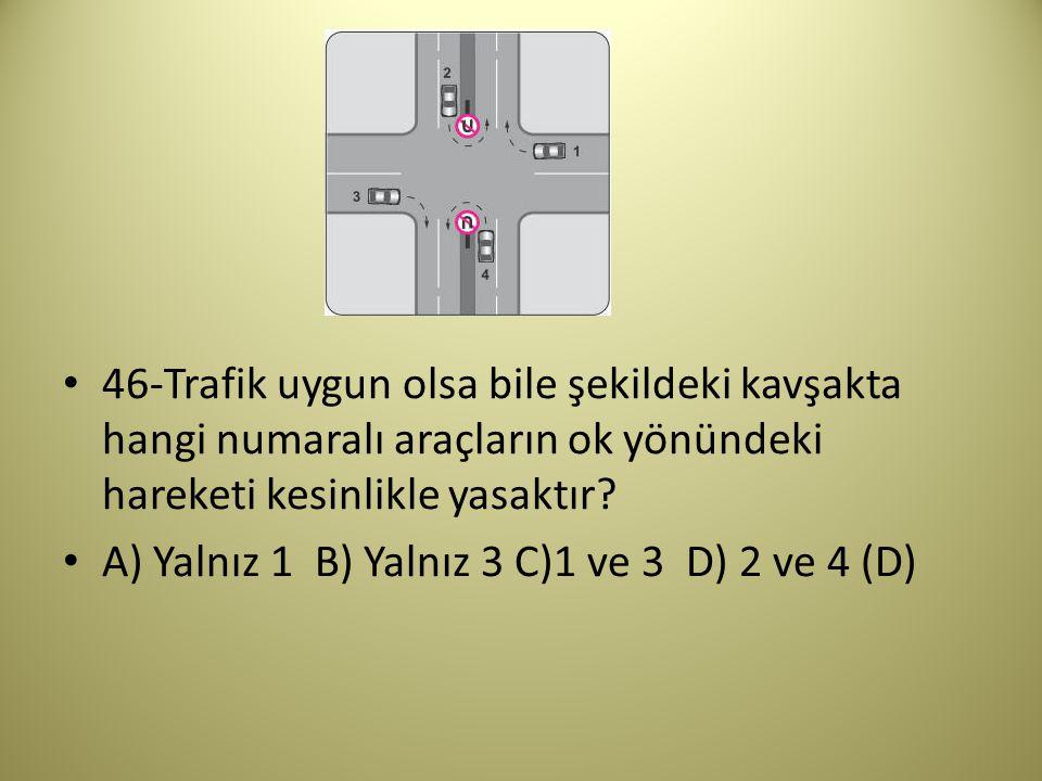 46-Trafik uygun olsa bile şekildeki kavşakta hangi numaralı araçların ok yönündeki hareketi kesinlikle yasaktır.