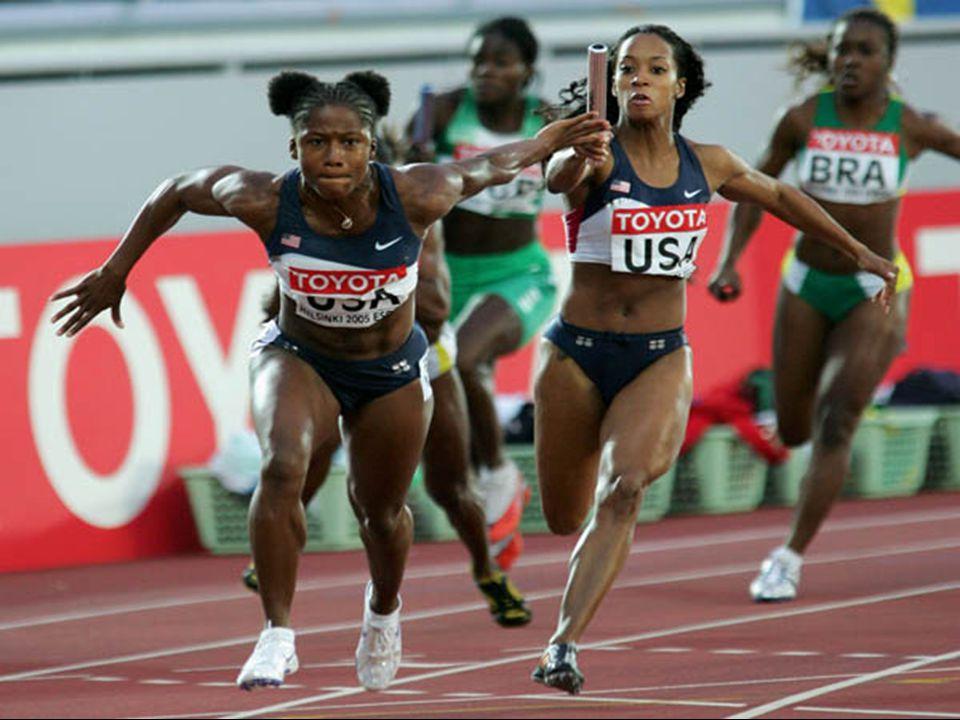 - Bayrak, yarış boyunca elde taşınmalıdır, - Bayrak yere düşerse, düşüren atlet tarafından yerden alınmalıdır, - Atlet, düşen bayrağı almak için kulvarından ayrılabilir, ancak yarış mesafesini kısaltamaz, - Bayrağı takım arkadaşına veren atlet, pisti hiçbir yarışmacıyı engellemeden terketmelidir, - Rakibini engelleyen, takım arkadaşını iten atletin takımı diskalifiye edilir.