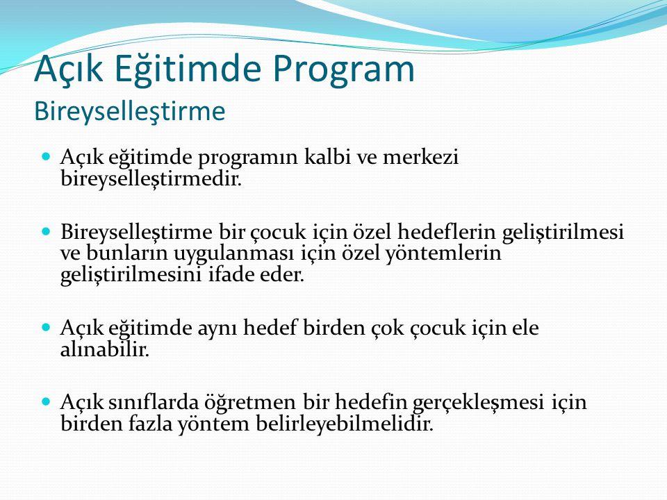 Açık Eğitimde Program Bireyselleştirme Açık eğitimde programın kalbi ve merkezi bireyselleştirmedir. Bireyselleştirme bir çocuk için özel hedeflerin g