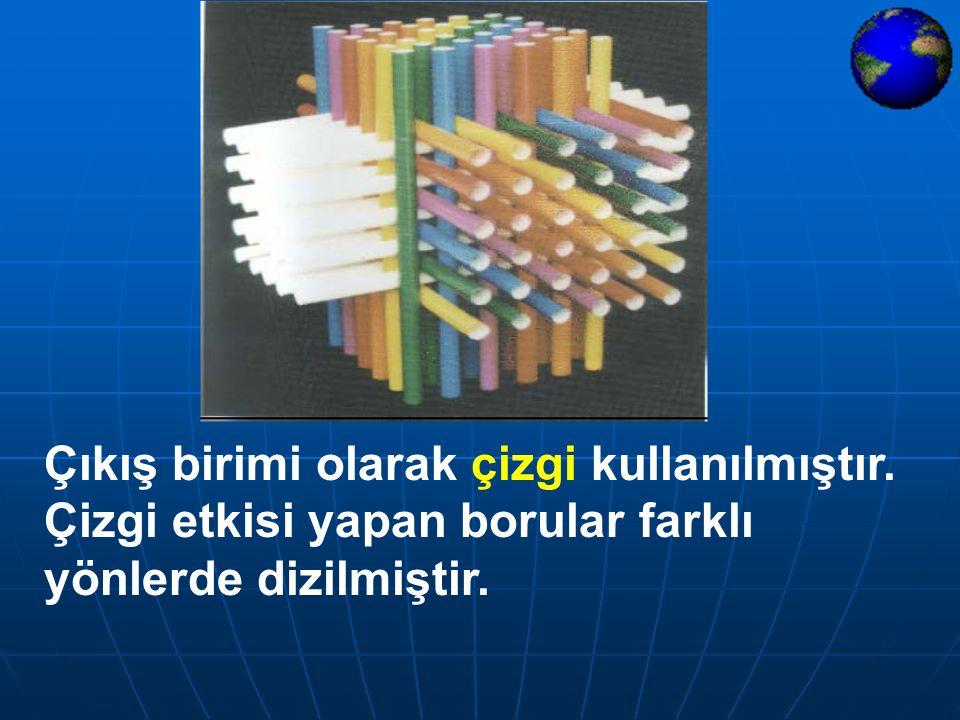 Temel biçim olarak kare kullanılmıştır. Farklı boyutlarda yapılan kare birimler hareketli bir görünüm kazandırmak amacıyla çevrilerek dizilmiş ve yön
