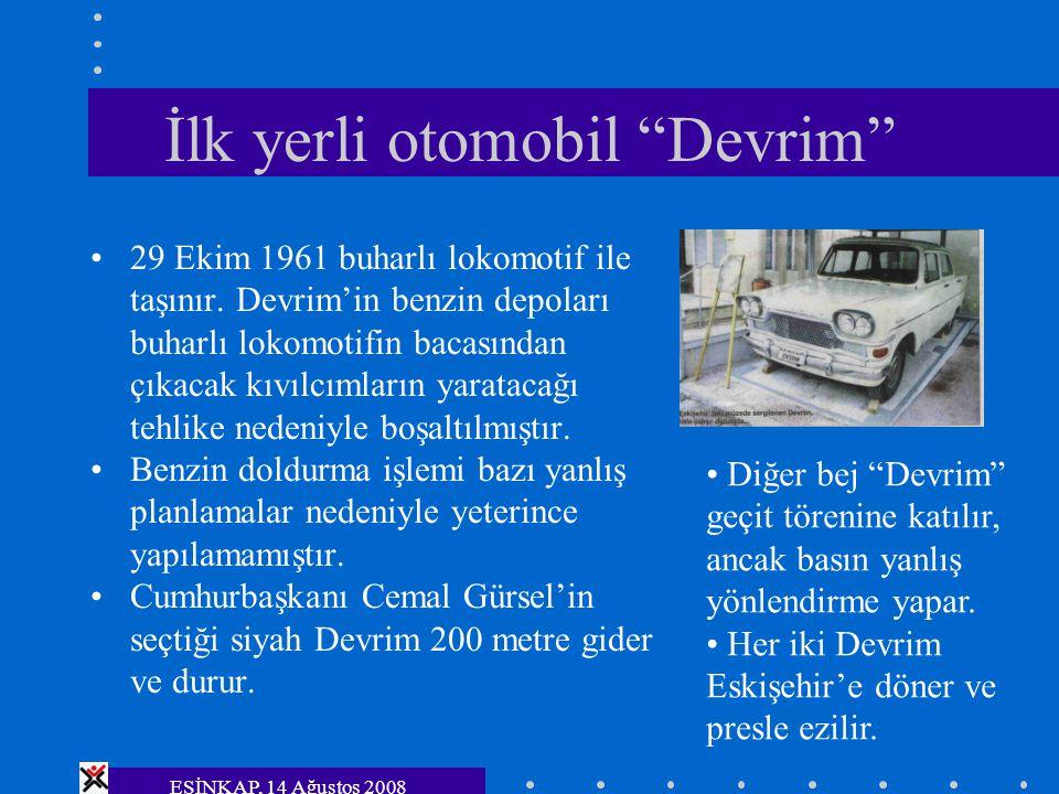 """ESİNKAP, 14 Ağustos 2008 İlk yerli otomobil """"Devrim"""" 29 Ekim 1961 buharlı lokomotif ile taşınır. Devrim'in benzin depoları buharlı lokomotifin bacasın"""