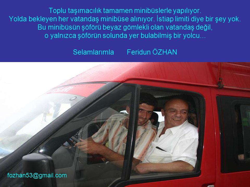 Toplu taşımacılık tamamen minibüslerle yapılıyor. Yolda bekleyen her vatandaş minibüse alınıyor.