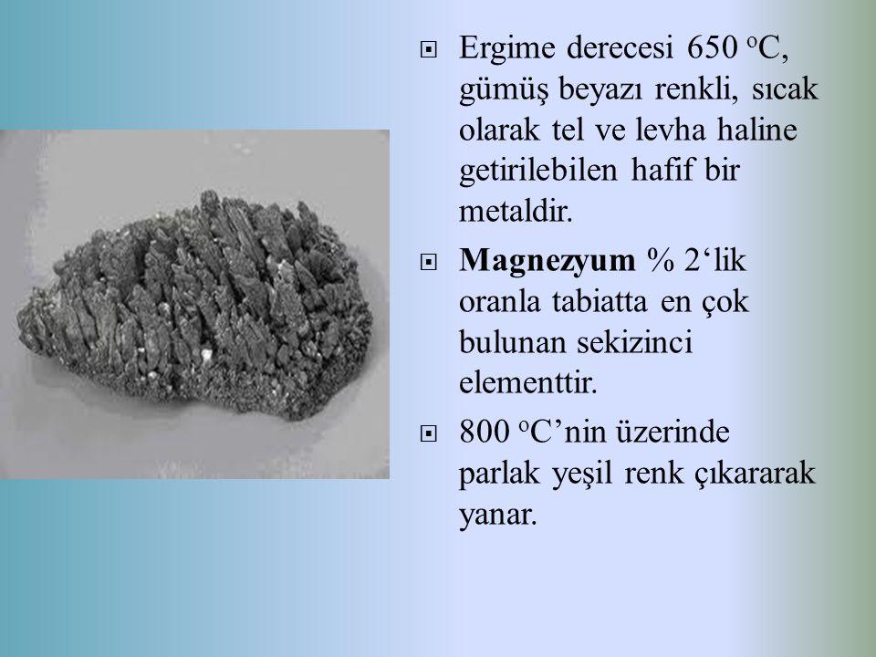  Ergime derecesi 650 o C, gümüş beyazı renkli, sıcak olarak tel ve levha haline getirilebilen hafif bir metaldir.  Magnezyum % 2'lik oranla tabiatta