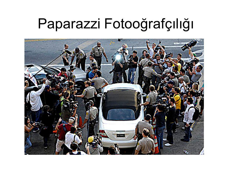 Paparazzi, derginin ve televizyonun kadrosunda olmadan, kamera ve fotoğraf makinesi kullanarak haberi belgeleyen gazeteciye denir.