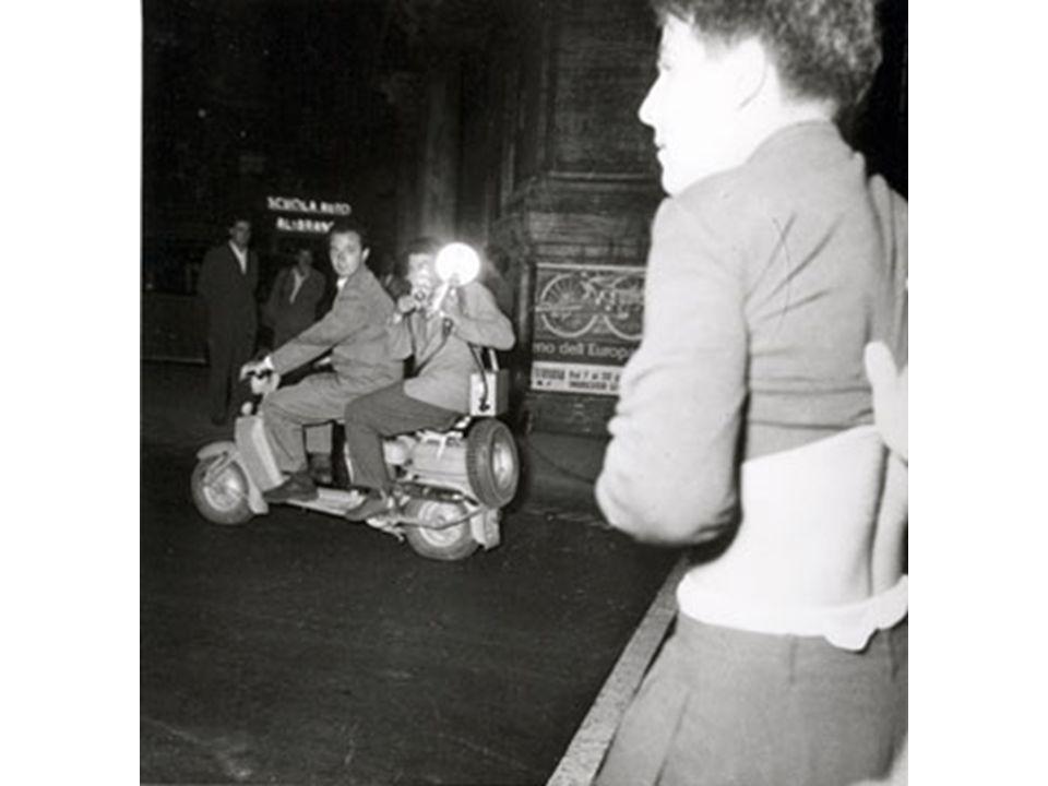 Çekilen ilk paparazzi fotoğrafı İngrid Bergman'a aittir.
