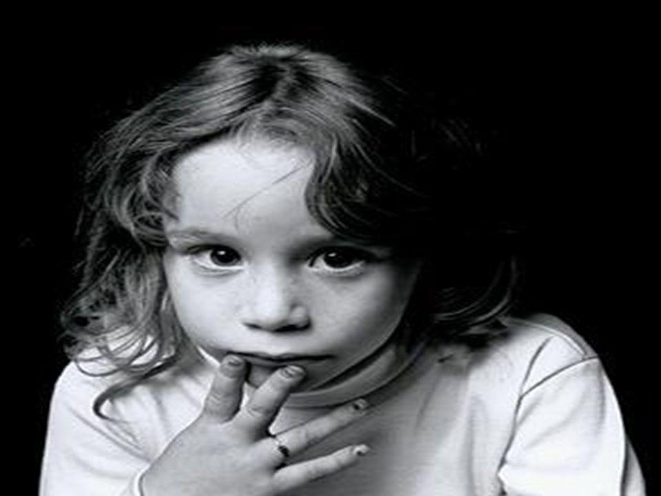 BASKICI,OTORİTER,KATI VE SIKI ANNE BABA TUTUMU Çocuğunu,kendi ideallerinde yaşattığı kalıplara uygun küçük bir yetişkin yapma çabasıyla,yola çıkan ana babaların çoğunlukla katı,baskıcı ve hoşgörüsüz bir tutum içinde olduklarını görürüz.Çocuğumuz bizden yaşça bedence ve ruhça küçük olabilir fakat bu çocuğumuzun bizim bir model küçüğümüz olması anlamına gelmez.O henüz bir çocuktur.Evet çocuktur.Yaramazlık ve hatalar yapması kadar doğal olabilecek ne olabilir ki.