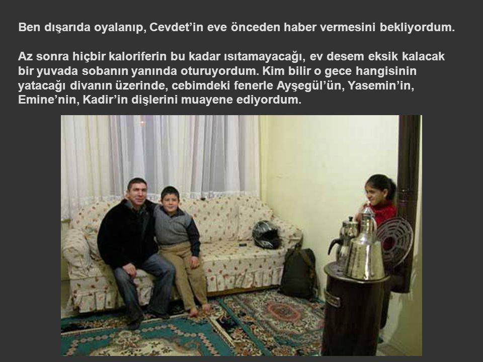 Tabii ki çok geçmeden Aşçı Cevdet'le sohbete koyuluyor, garson Bekir ve oğlu Yasin'le dünyayı kurtarıyordum.
