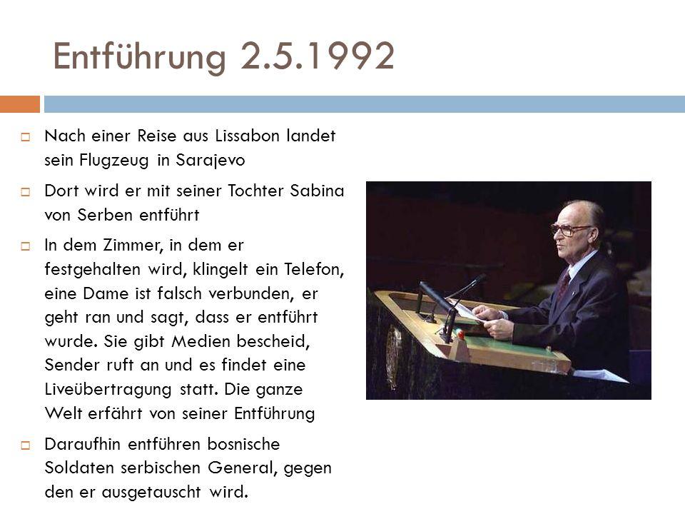 Entführung 2.5.1992  Nach einer Reise aus Lissabon landet sein Flugzeug in Sarajevo  Dort wird er mit seiner Tochter Sabina von Serben entführt  In dem Zimmer, in dem er festgehalten wird, klingelt ein Telefon, eine Dame ist falsch verbunden, er geht ran und sagt, dass er entführt wurde.
