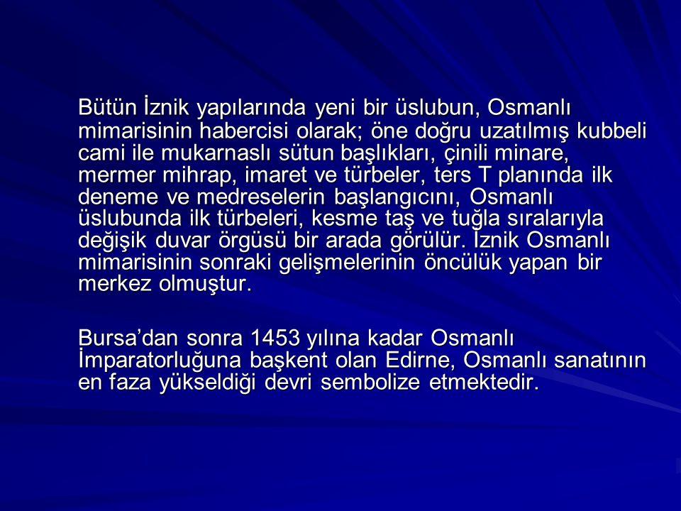 Bütün İznik yapılarında yeni bir üslubun, Osmanlı mimarisinin habercisi olarak; öne doğru uzatılmış kubbeli cami ile mukarnaslı sütun başlıkları, çini