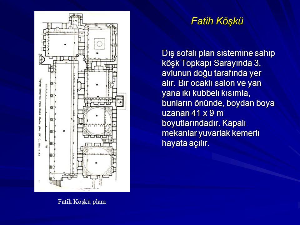 Fatih Köşkü Dış sofalı plan sistemine sahip köşk Topkapı Sarayında 3. avlunun doğu tarafında yer alır. Bir ocaklı salon ve yan yana iki kubbeli kısıml