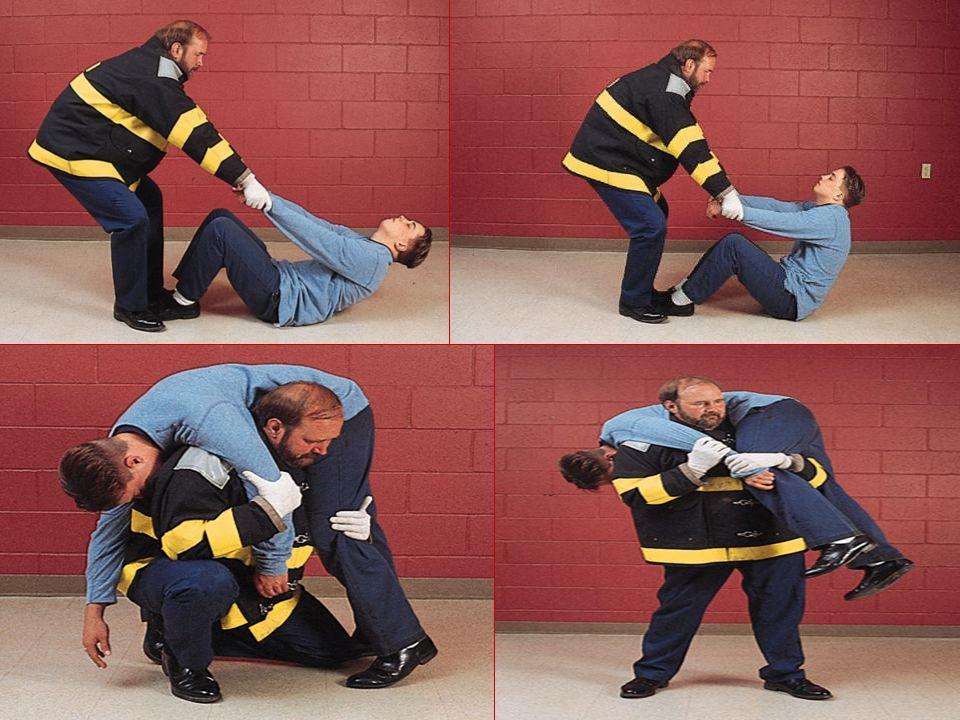 Sedye Üzerine Yerleştirme Teknikleri 1-Kaşık Tekniği: Başını ve omzunu tutan birinci ilkyardımcının komutu ile tüm ilkyardımcılar aynı anda hasta/yaralıyı kaldırarak dizlerinin üzerine koyarlar, Aynı anda tek bir hareketle hasta/yaralıyı göğüslerine doğru çevirirler, Sonra uyumlu bir şekilde ayağa kalkar ve aynı anda düzgün bir şekilde sedyeye koyarlar.