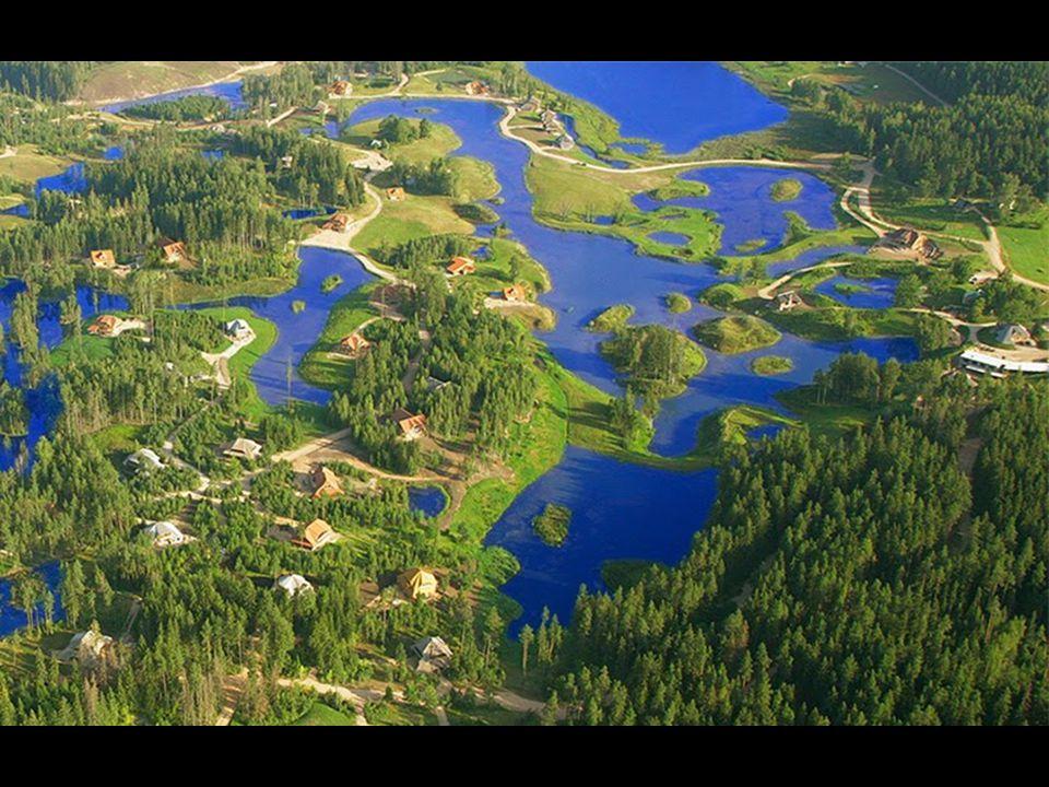 Amatciems de natürel içme suyu rezervi olduğu gibi küçük göller de vardır ve de yağmur mevsiminde sel tehlikesine karşı birbirleriyle bağlantılıdırlar
