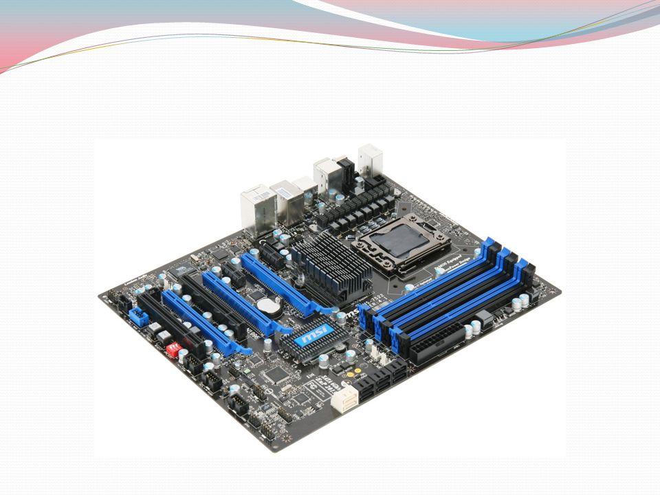 AT ANAKARTLAR XT anakartlardan sonra 1982 yılından itibaren kullanıl maya başlamış ve günümüz ATX anakartlarına benzer anakartlardır.ISA,PCI ve AGP veriyollarını desteklemektedir.PS/2 desteği yoktur.5V ve 12 V güç desteği sunar.İşlemcinin değiştirilebilmesi için uygun olarak üretilmiştir.