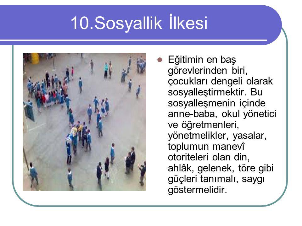 10.Sosyallik İlkesi Eğitimin en baş görevlerinden biri, çocukları dengeli olarak sosyalleştirmektir. Bu sosyalleşmenin içinde anne-baba, okul yönetici
