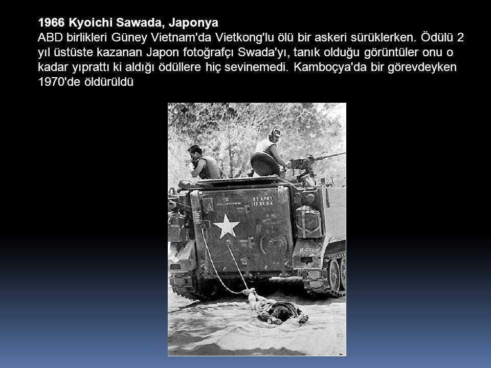 1966 Kyoichi Sawada, Japonya ABD birlikleri Güney Vietnam da Vietkong lu ölü bir askeri sürüklerken.