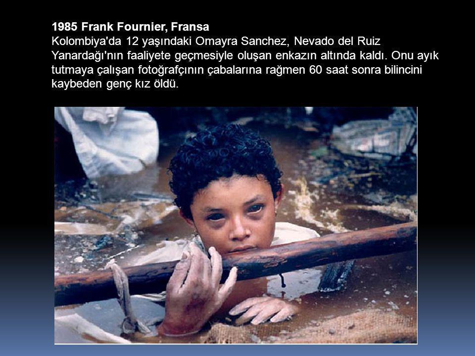 1985 Frank Fournier, Fransa Kolombiya da 12 yaşındaki Omayra Sanchez, Nevado del Ruiz Yanardağı nın faaliyete geçmesiyle oluşan enkazın altında kaldı.