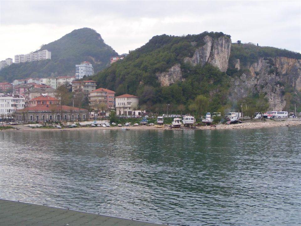 Canlı Balık Mustafa Amca'nın yeri bir diğer ünlü balık restoranlarından biri ve bizim de tercihimiz burası oldu.