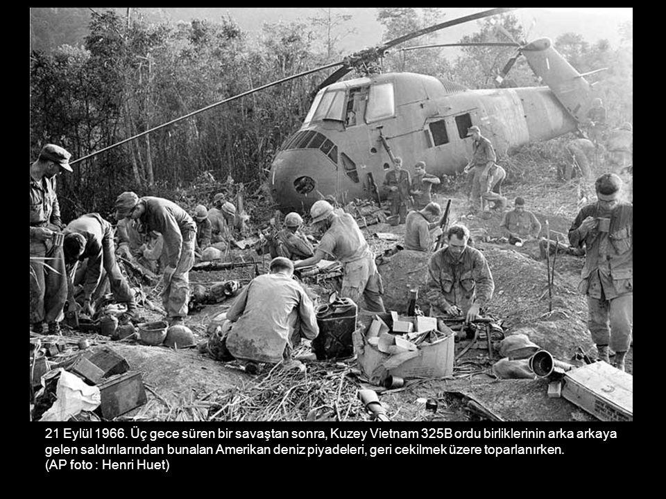 21 Eylül 1966. Üç gece süren bir savaştan sonra, Kuzey Vietnam 325B ordu birliklerinin arka arkaya gelen saldırılarından bunalan Amerikan deniz piyade