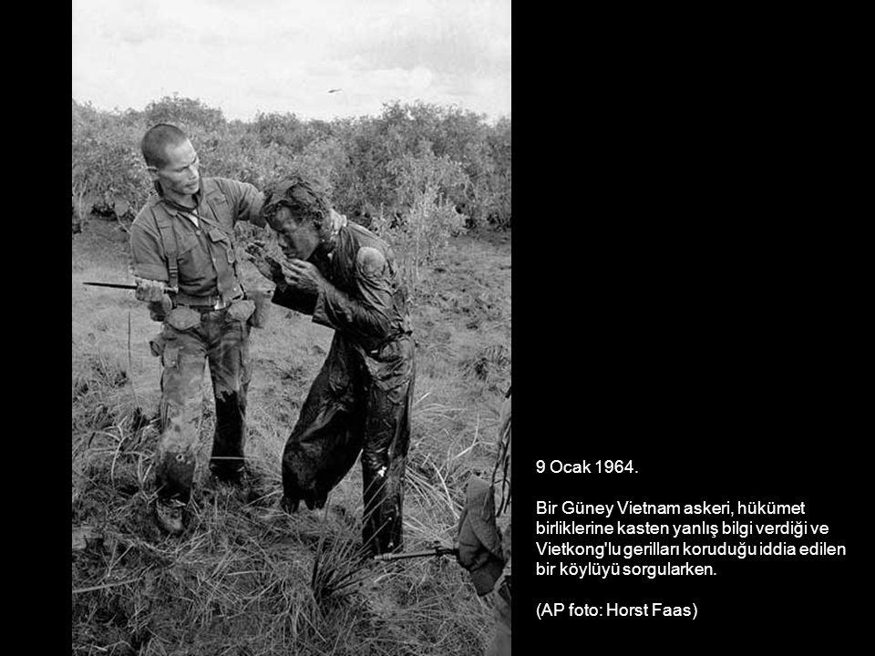 9 Ocak 1964. Bir Güney Vietnam askeri, hükümet birliklerine kasten yanlış bilgi verdiği ve Vietkong'lu gerilları koruduğu iddia edilen bir köylüyü sor