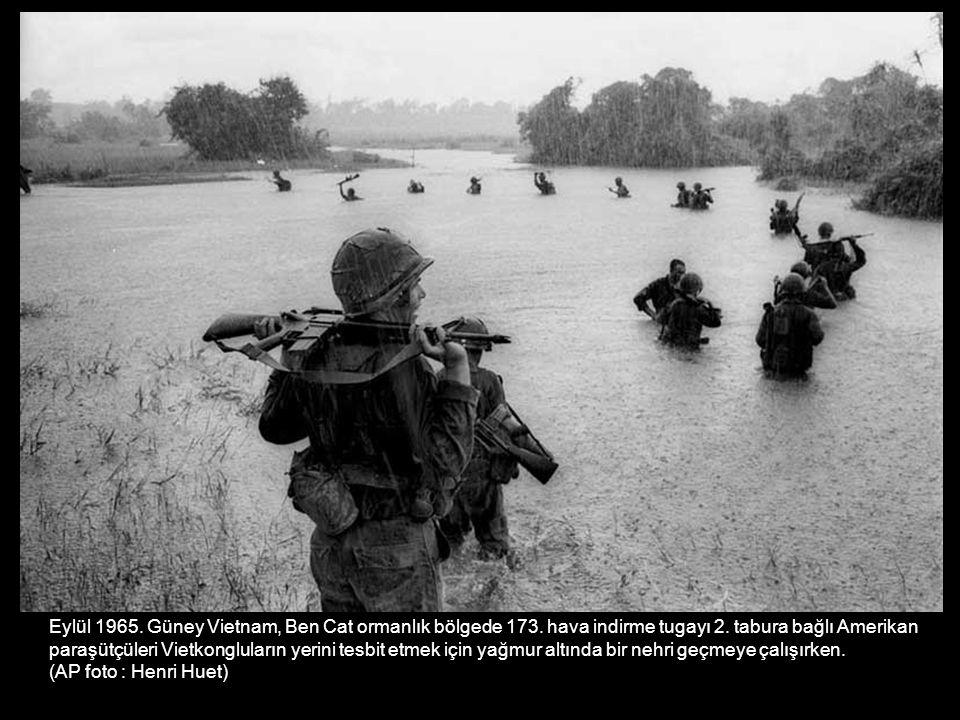 Eylül 1965. Güney Vietnam, Ben Cat ormanlık bölgede 173. hava indirme tugayı 2. tabura bağlı Amerikan paraşütçüleri Vietkongluların yerini tesbit etme