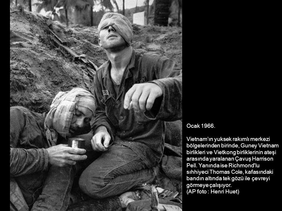 Milliyetçi propogandalara bağlı olarak, Vietnam savaşı başlangıçta ABD halkı tarafından desteklenirken, bilanço ortaya çıkmaya başladığında aydınlar, üniversite gençliği ve sendikalar tarafından protesto eylemleri düzenleniyordu.
