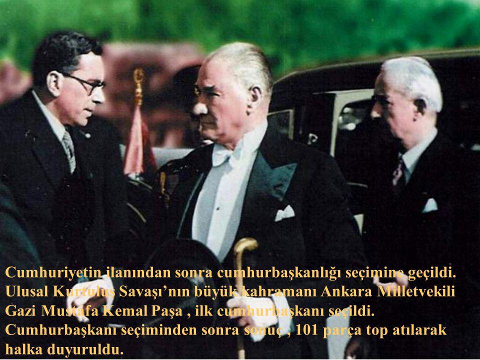 Atatürk, 28 Ekim 1923 akşamı birkaç arkadaşını Çankaya'daki köşküne davet ederek yemek sırasında arkadaşlarına : - Yarın, cumhuriyeti ilan edeceğiz, dedi.