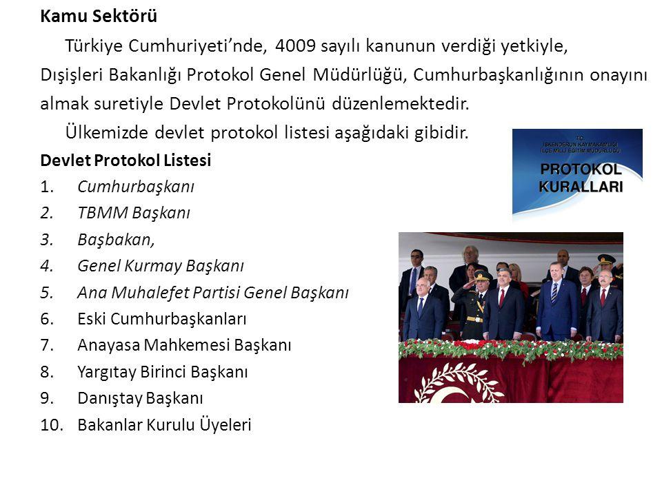 Kamu Sektörü Türkiye Cumhuriyeti'nde, 4009 sayılı kanunun verdiği yetkiyle, Dışişleri Bakanlığı Protokol Genel Müdürlüğü, Cumhurbaşkanlığının onayını almak suretiyle Devlet Protokolünü düzenlemektedir.