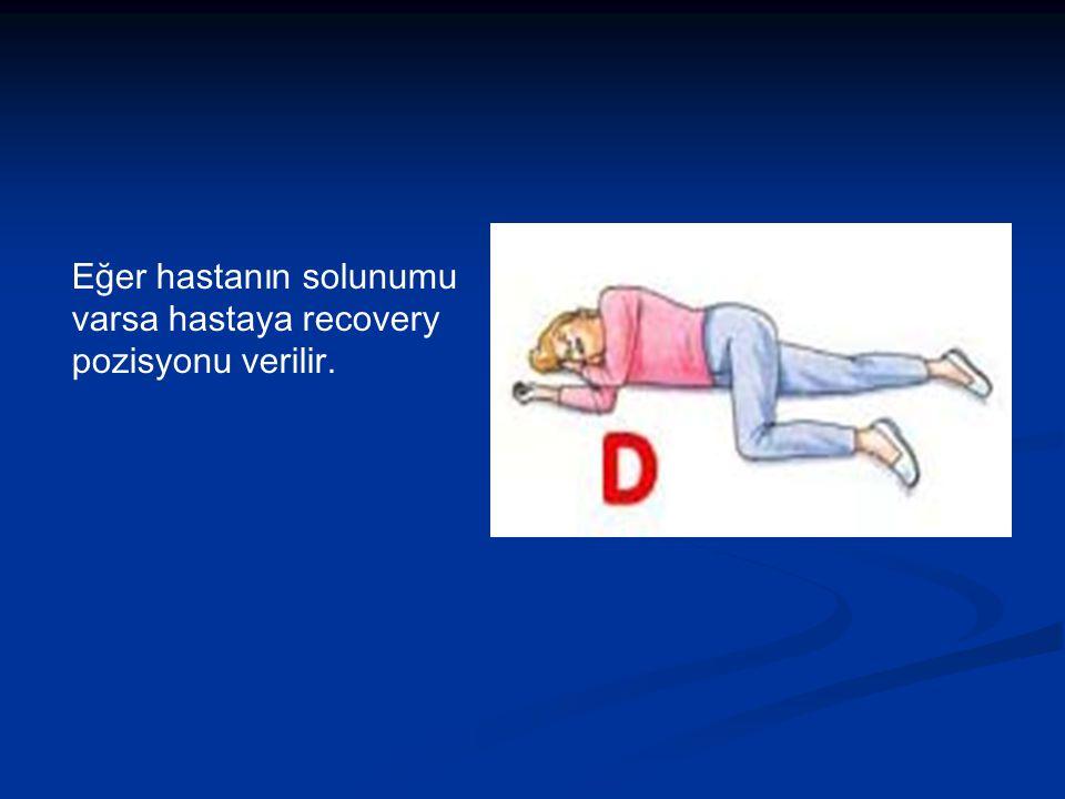 Eğer hastanın solunumu varsa hastaya recovery pozisyonu verilir.